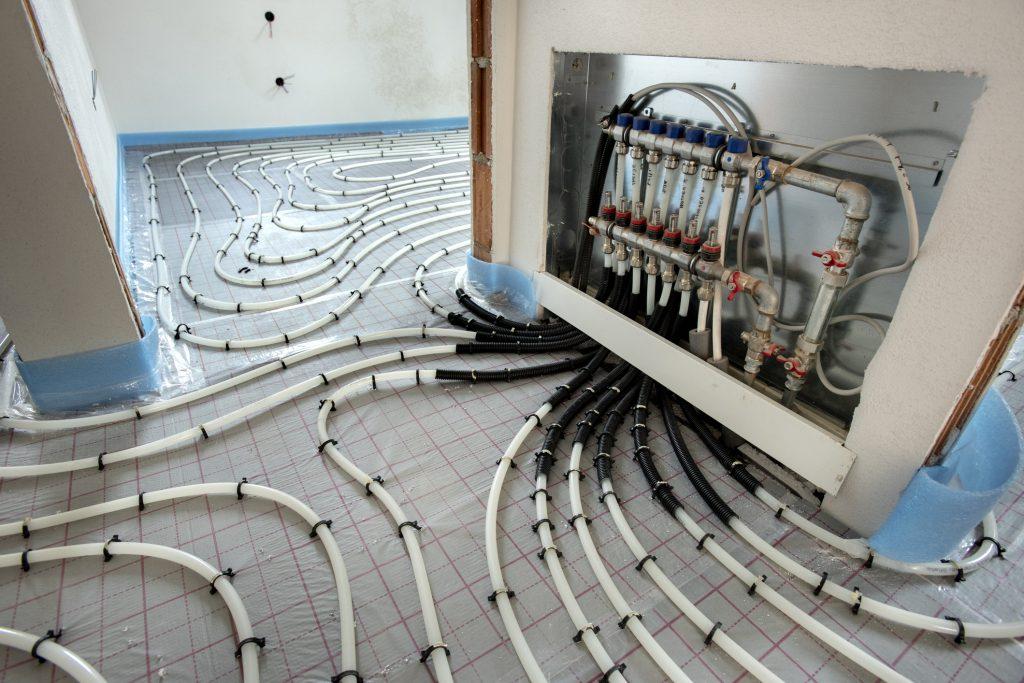 Heizungsbau Installation unter Fußbodenheizung